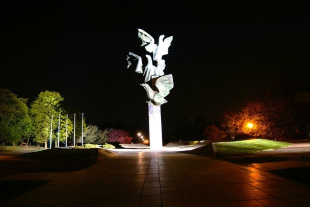 Pomnik Czynu Polaków (Trzy Orły) nocą, autor zdjęcia: Adrian Budkiewicz