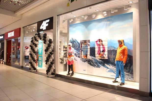 4F to czołowa polska firma produkująca wysokiej klasy odzież i akcesoria sportowe. W ofercie sklepu znajdziemy również asortyment podróżniczy, na camping i akcesoria rowerowe.