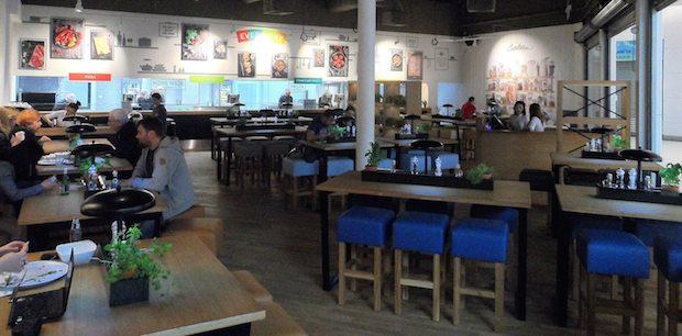 """Na drugim piętrze otworzyła się restauracja Canteen – o profilu """"fresh casual fast restaurant""""."""