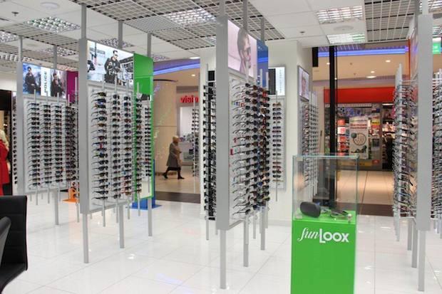 Nowy salon optyczny Sun Loox (poziom 0). Ponad 1500 modeli opraw i okularów przeciwsłonecznych znanych marek. Szeroki wybór soczewek okularowych. Profesjonalne badanie wzroku. Innowacyjna metoda pomiaru optycznego IPad.