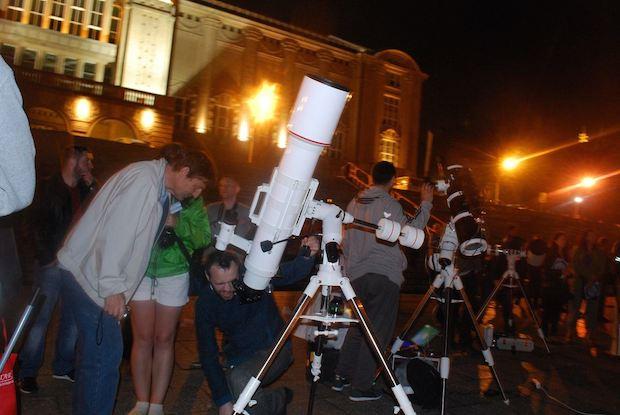 Ostatnia obserwacja pierścieni Saturna na Wałach Chrobrego. Źródło zdjęcia: Astronomia Szczecin na FB