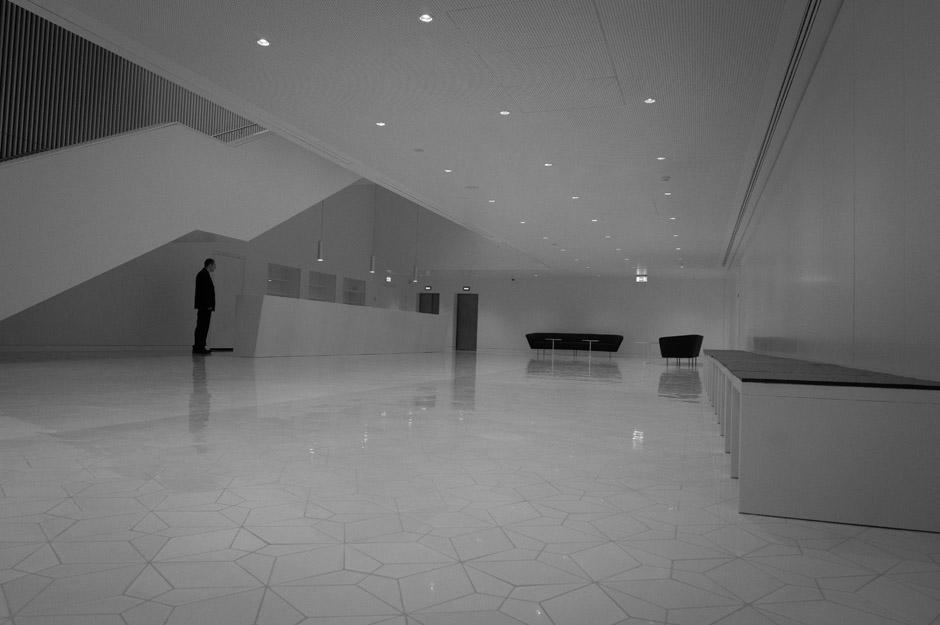 Foyer na pierwszym piętrze. Zakochałem się w naszej nowej filharmonii jeszcze bardziej.