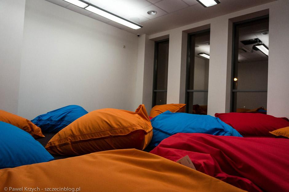 Całość jest sensownie podzielona. Strefa przeznaczona do pracy, strefa cisza, przestrzenie biurowe (coworking, mikrobiura, biura prywatne) oraz pokoje przeznaczone do chilloutu.