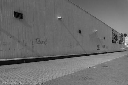 Niesamowite wrażenie robią opustoszałe hale produkcyjne. Nie ma nikogo: pracowników, odwiedzających, samochodów na parkingach.