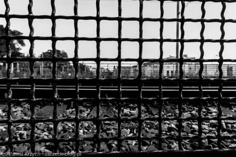 Miasto zakratowane - tak bez wątpienia można nazwaćSzczecin. Kraty, druty kolczaste, zabarykadowane drzwi. To wszystko znajdziemy właśnie tutaj.