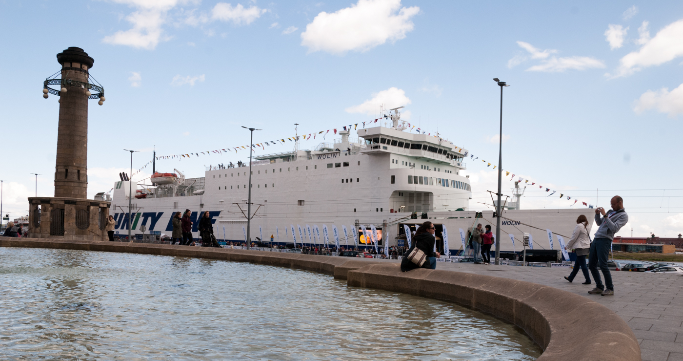 Wały Chrobrego z tak ogromnym statkiem zmieniły swój kształt i wydźwięk.
