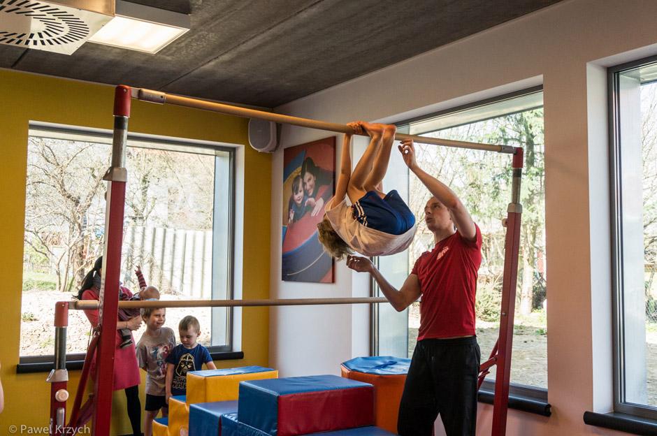 Wszystkie ćwiczenia odbywają się pod czujnym okiem instruktorów.