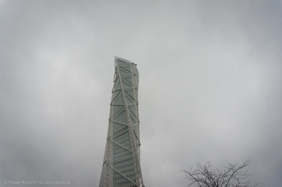 Według pierwszych projektów na zewnątrz nie planowano żadnych wzmocnień, jednak okazało się, że będą niezbędne dla bezpieczeństwa budynku.