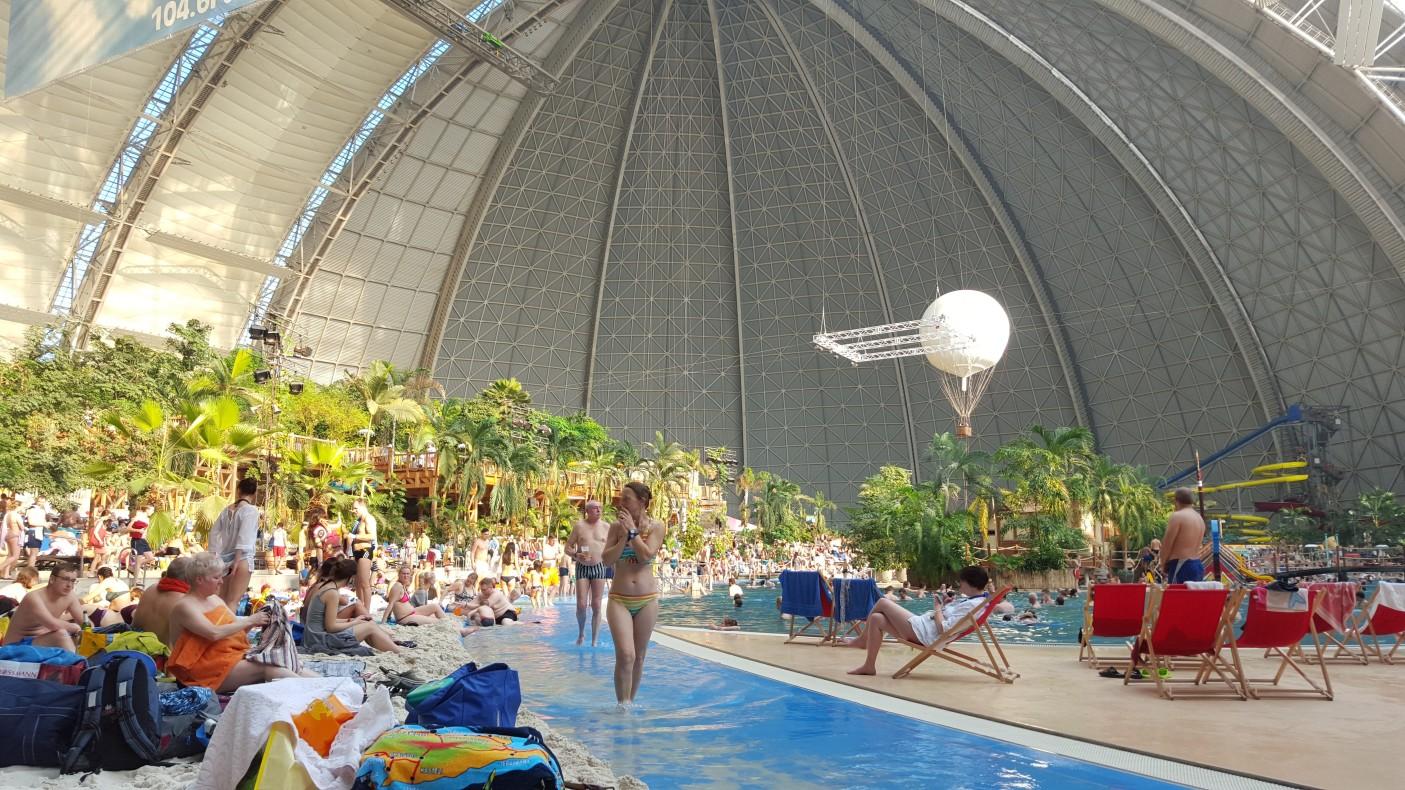 Wewnątrz kopuły są dwa balony, którymi można odbyć przelot i podziwiać wyspę z góry. Balony latają praktycznie cały czas i ciągle ktoś z tego korzysta.