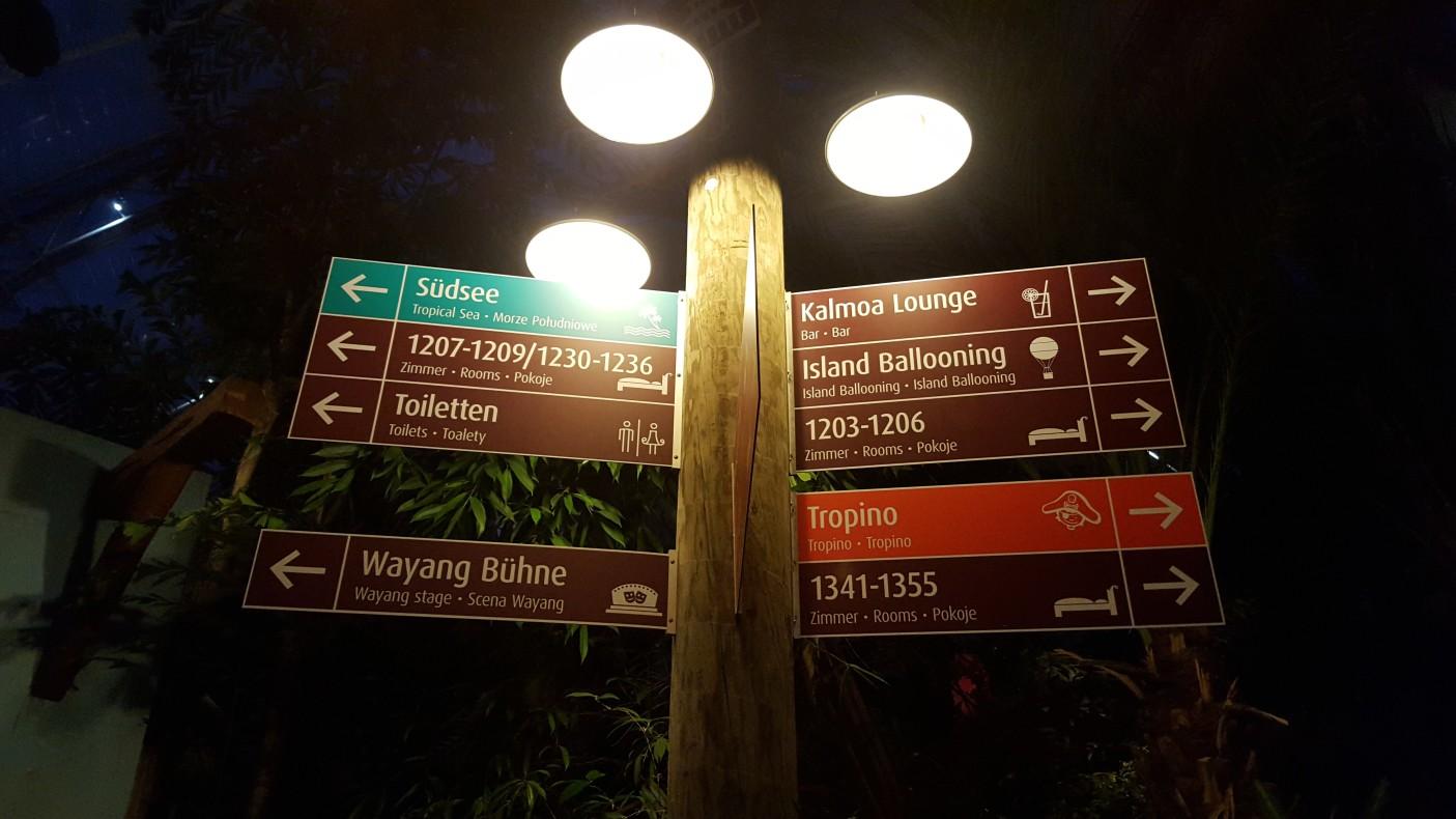 Tropical Island to spora przestrzeń. Przemieszczanie się z miejsca na miejsce może zająć sporo czasu. System oznakowania działa bardzo dobrze. Jak wspominałem wcześniej, większość znaków jest też w języku polskim.