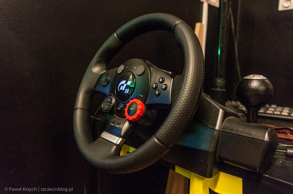 …lub z kierowicy. Tak są równieżwyścigi na Oculus Rift.